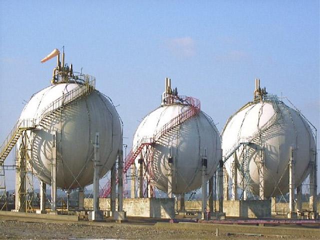 Butane Spheres   geograph.org .uk   591920 - Minimizing Refinery Giveaway Through Butane Management